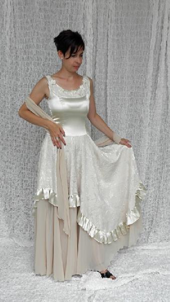 4efd449d0f8 Společenské nebo svatební - smetanové s šálou